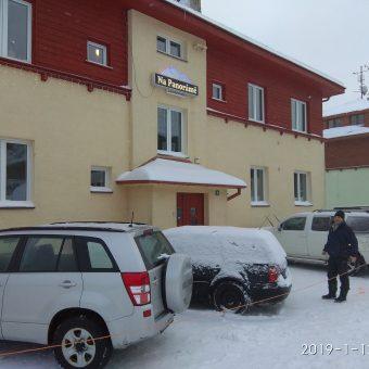 Hory sněhu lákají další návštěvníky…